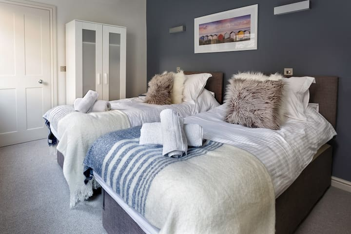 The zip and linkTwin beds can easily be made up into a King Size bed if you request this prior to your stay.