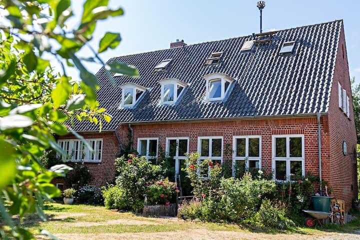 Neue Schule Wasserkoog, Familien- und Seminarhaus
