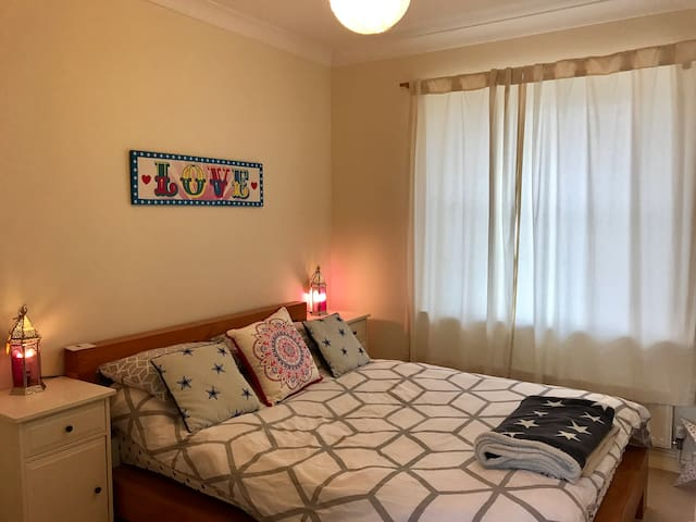 Room to rent in lovely top floor apartment