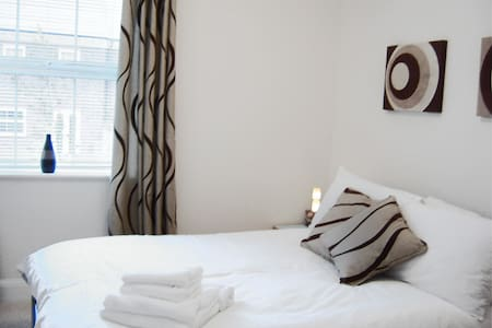 Newbury South B, Serviced Apartments,  Free Wi-Fi - Newbury - Lägenhet