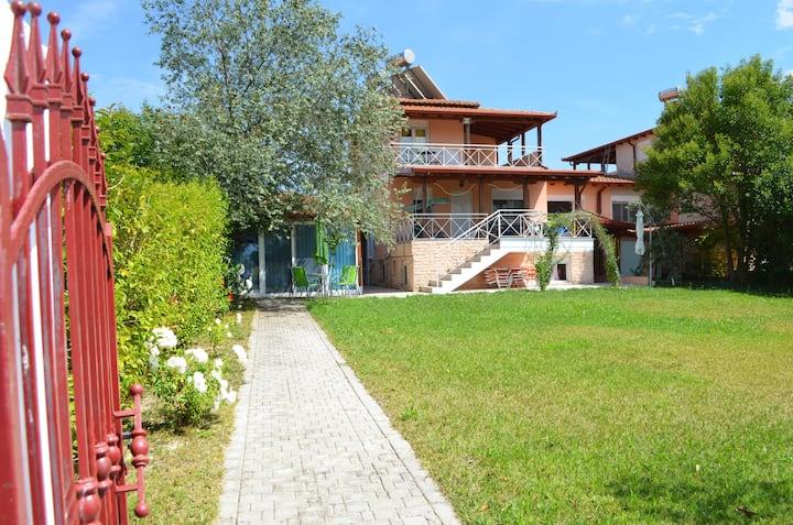 Casa Menelia