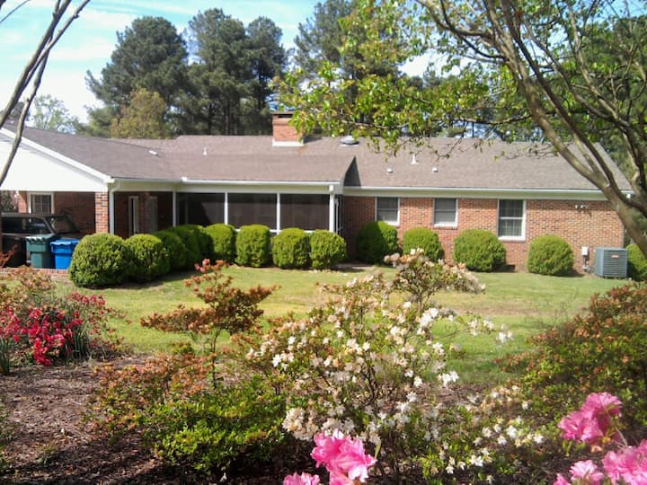The Student Exchange House (1) near Duke