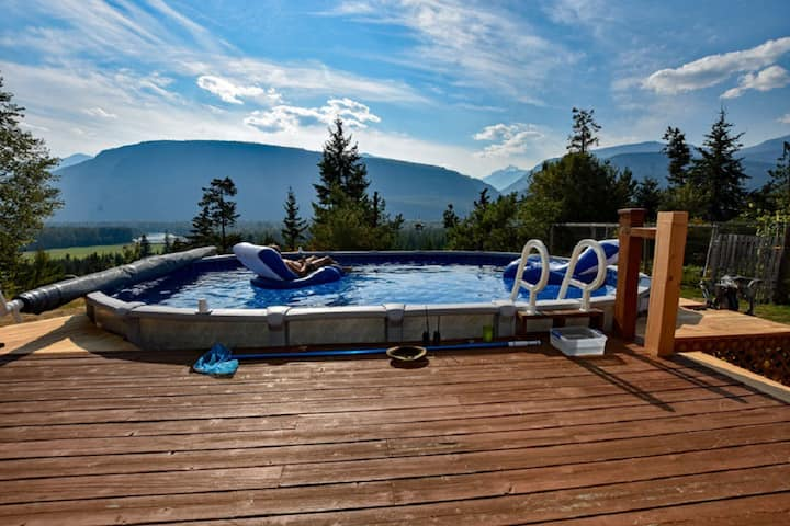 Pool;wilderness;views;lake;privacy;hot tub;trails!