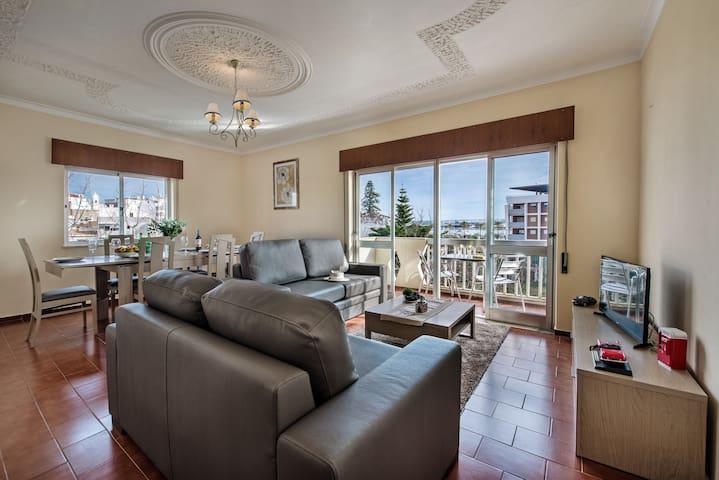 Lovely apartment close to river front promenade - Portimão