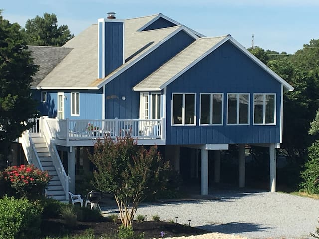 Newly Renovated, well cared for beach haven
