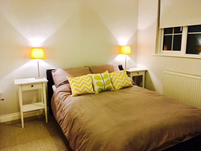 Cosy Private Double Room in a Quiet Area