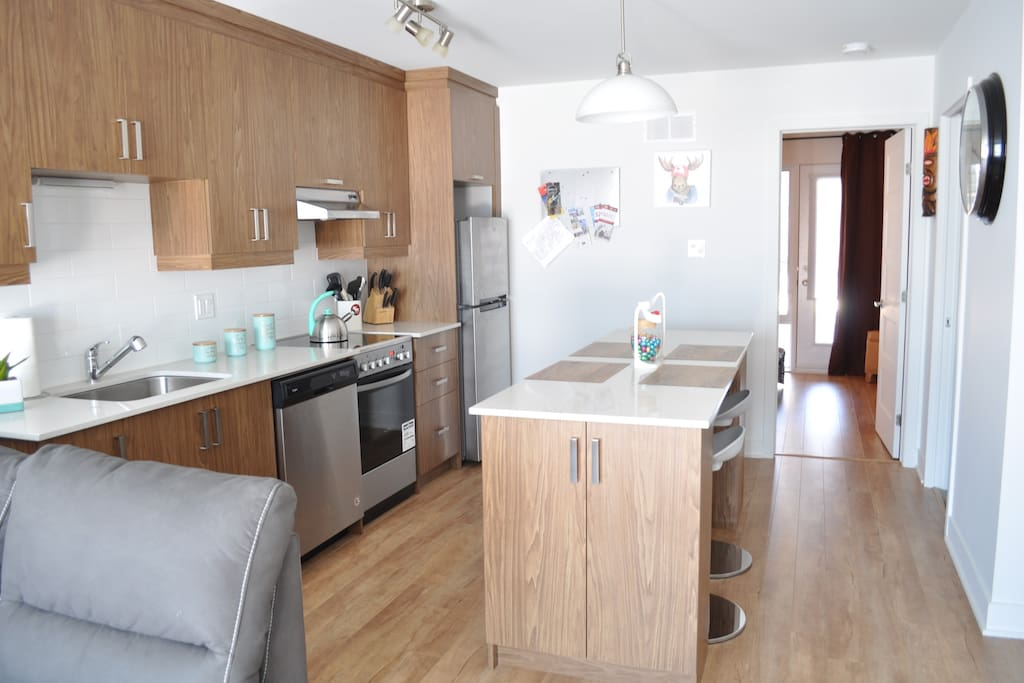 A lot of space to cook or enjoy a glass of wine !