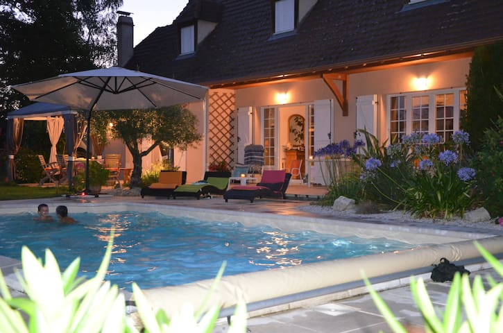 Maison Béarnaise avec Piscine proche PAU PYRENEES - Sauvagnon - House