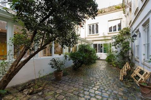 Adorable estudio en patio en el corazón de París