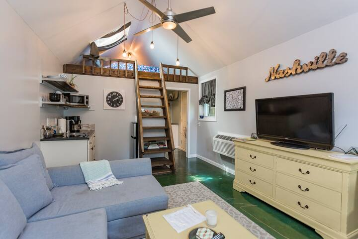 Private Studio with Cozy Loft, perfect staycation!