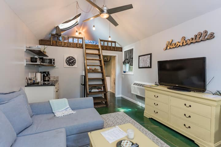 Studio Apartment with Cozy Loft, a Tiny Home Dream