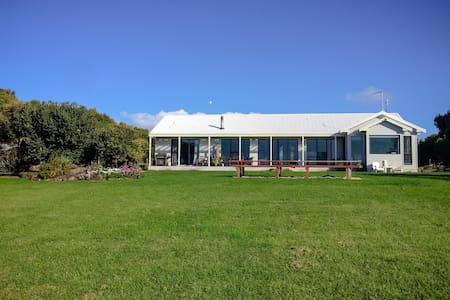 Homely 5BR Rural Estate with Tranquil Lake Views - Port Fairy