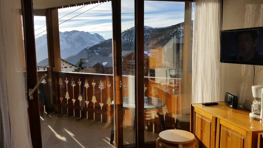 One room apartment at Alpe d'Huez down town - Huez - Lägenhet