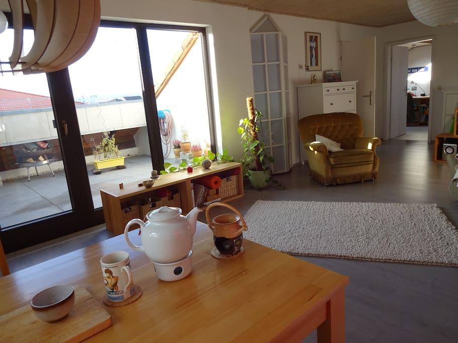 Blick vom Esstisch auf die Loggia / View from dining table