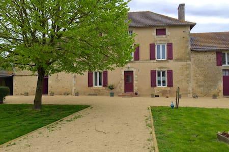 Chambre(s) dans une belle maison de campagne - Mirebeau