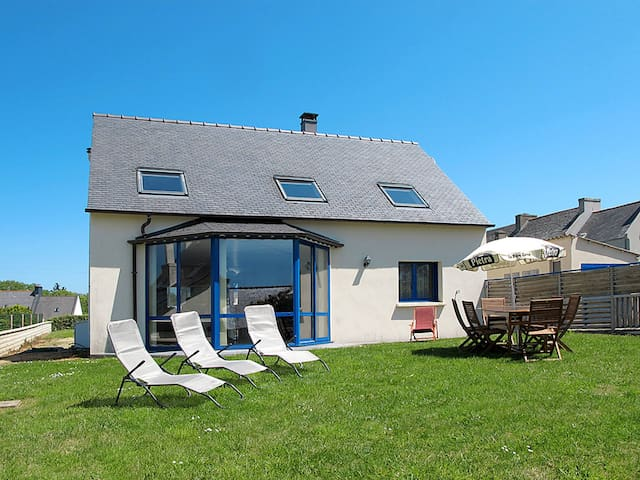 120 m² Holiday house in Plougasnou