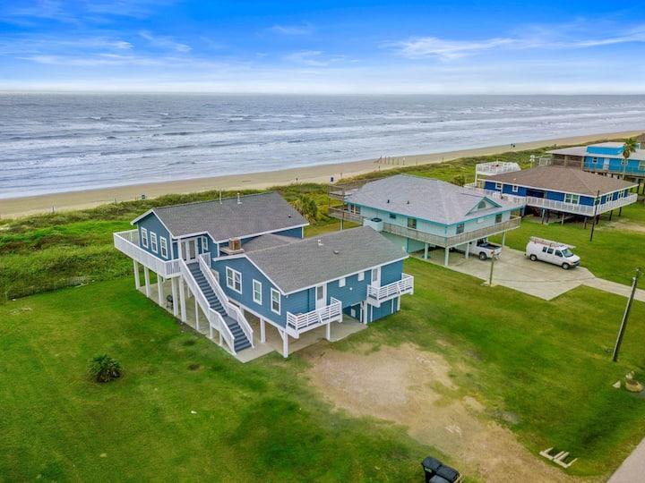 Beachfront Sunset - Large yard - Spacious Decks - Sleeps 25