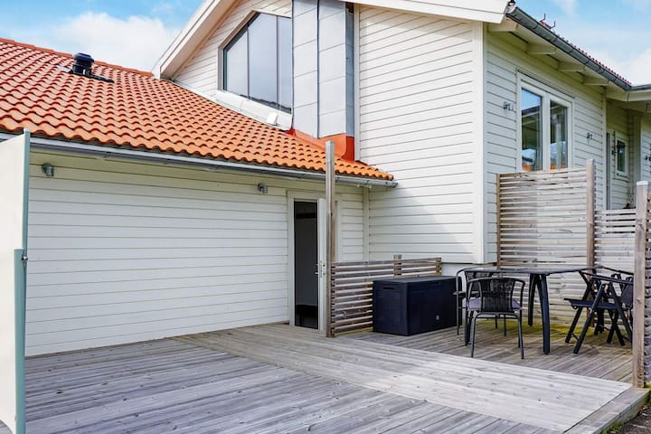 5 person holiday home in LYSEKIL