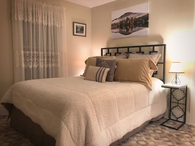 Cozy Master Bedroom with Queen-size Bed