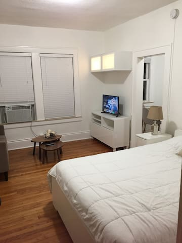Cozy apartment at Coral Gable.Free parking/wifi