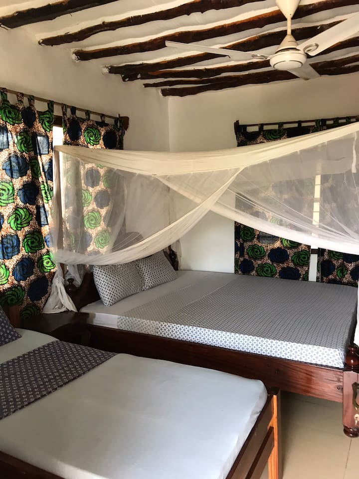 Galaxy room with private balcony (king bed)