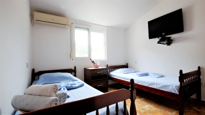 Twin room Pure (near center of Budva)