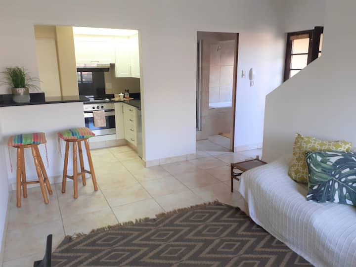 APARTMENT ON MARINE DRIVE - 5 MIN FROM BEACH