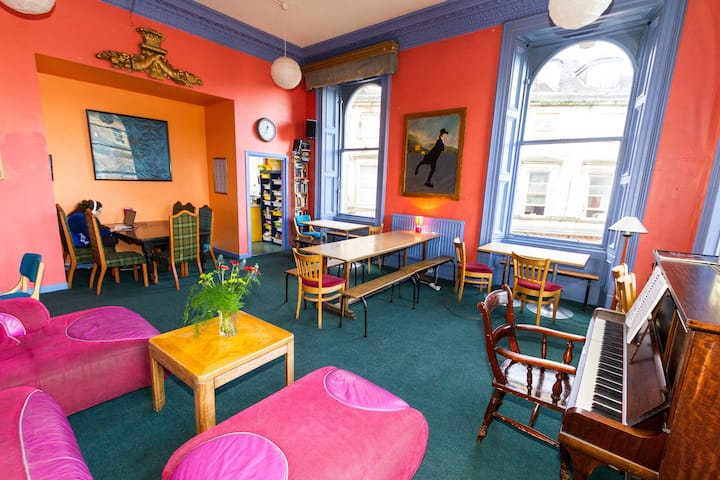 Private room for up to 4, in the heart of Stirling
