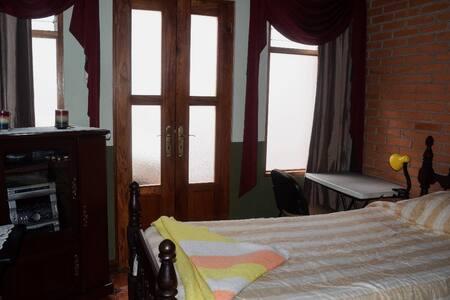 La Casa de Mama Coyita #9, 5' to Cartago Downtown