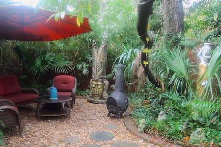 Spacious 3BR/2BA Retreat on Historic Isle of Hope