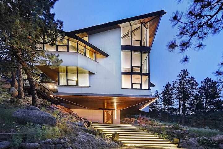 Sunny, modern mountain house w/views of Boulder!