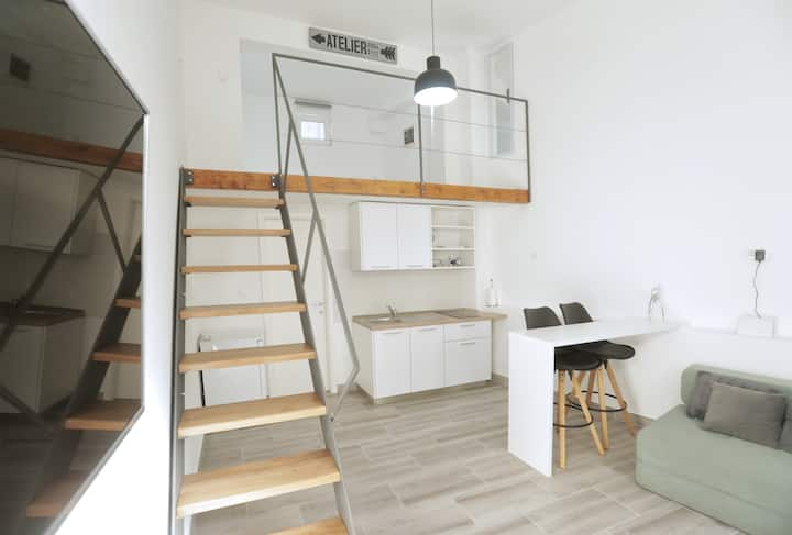 BRAND NEW DESIGNER LOFT, BEST LOCATION IN CENTRE!!