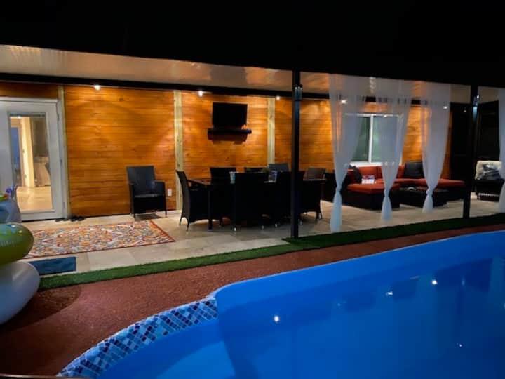 Cozy Home w/pool - 7 mins to Hard rock