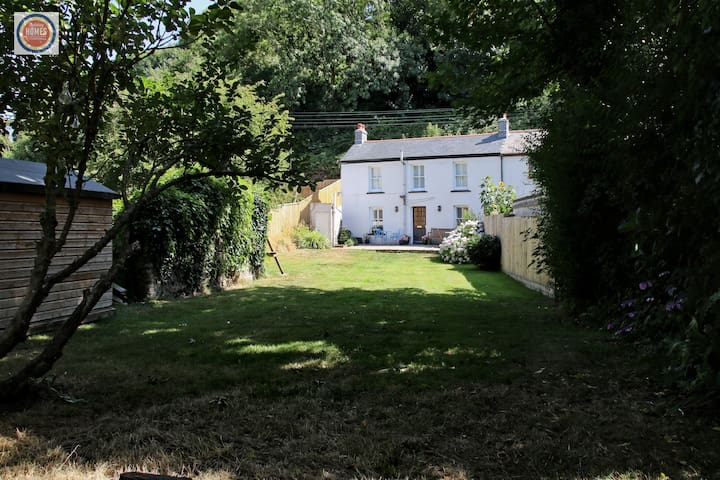 Cosy Cottage With Garden Near Coast & Eden Project