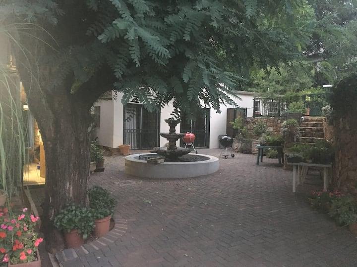 Clivia Garden Flat