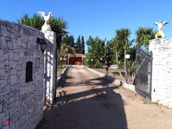 Villa indipendente a pochi km dal mare - Salento
