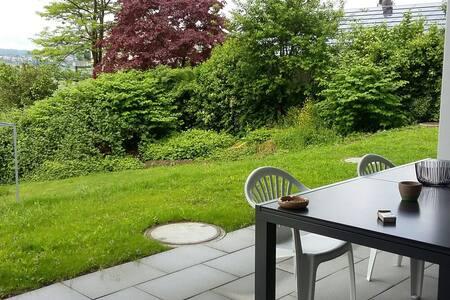 Schönes Zimmer mit Terrasse - Geuensee - Appartement