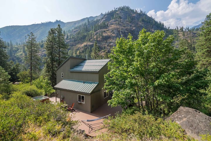 Secluded Cabin Just 4 Miles From Downtown