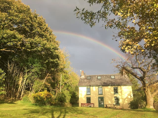 Magical Victorian farmhouse with hot tub & garden
