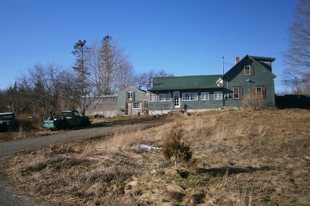 Bold Coast Seaweed House - Lubec - Maison