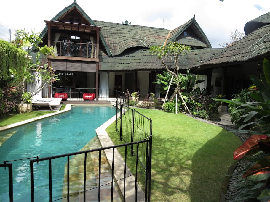 Villa pool with hired pool fence