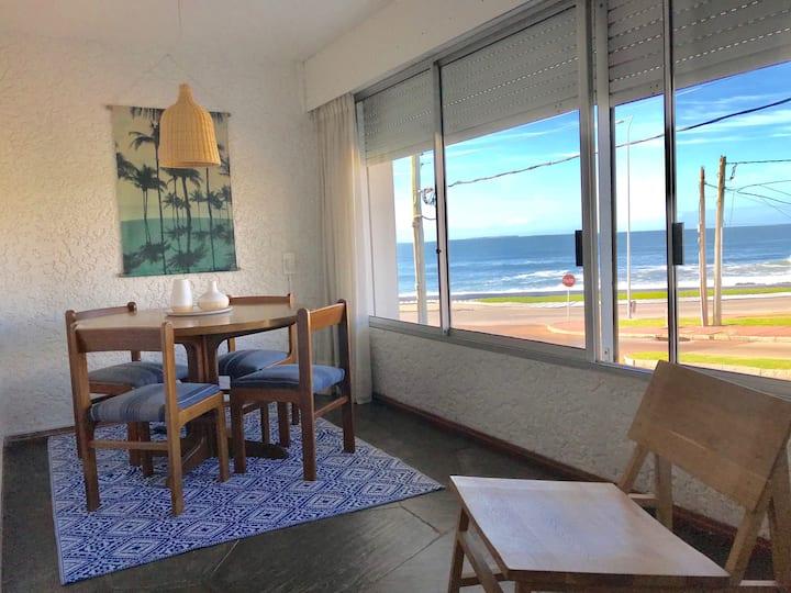 Cómodo apartamento con vista al mar.