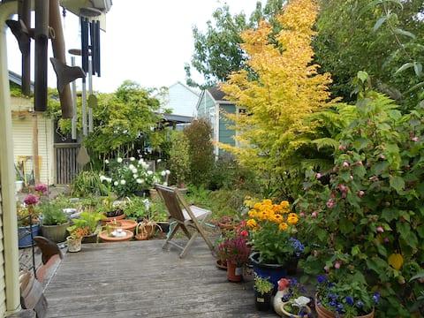 Stanza privata nel cottage del giardino dell'artista