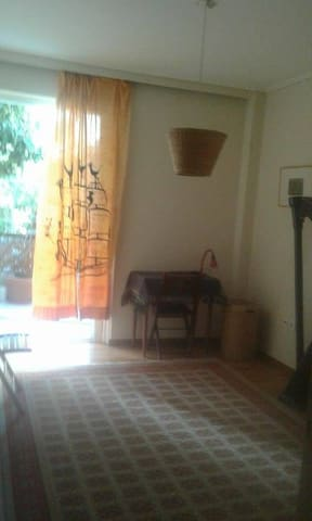Room in a cosy and renovated apartment in Athens - Cholargos - 公寓