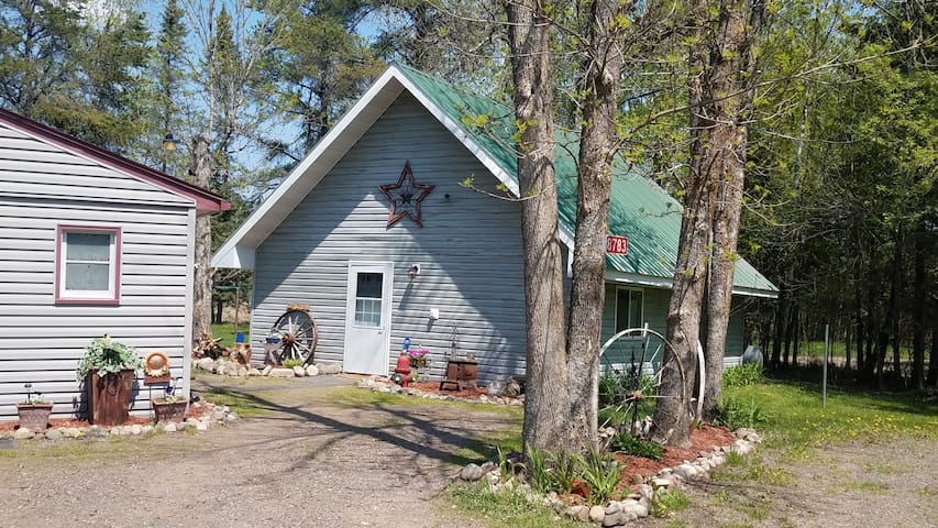 4 Rivers Retreat /Welcome hunters and snowmobilers