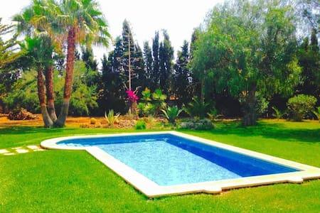 Fantastica Villa con piscina,amplios jardines.Wifi