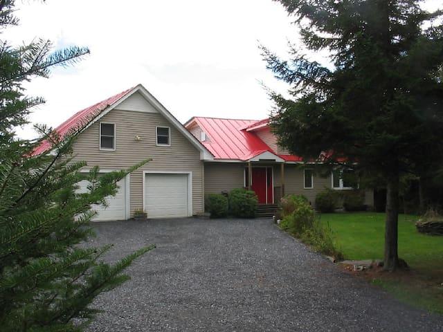 Nelson Pond Getaway - Washington County - Hus