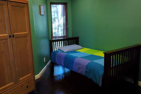 Single room, great wifi, view house - Los Ángeles - Bed & Breakfast