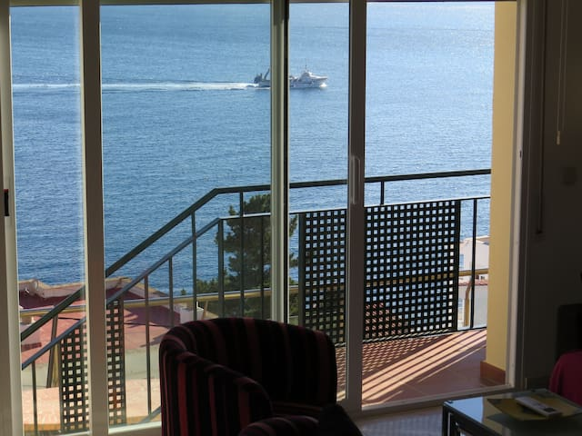 TM. Semi-detached house with incredible sea view and community pool.