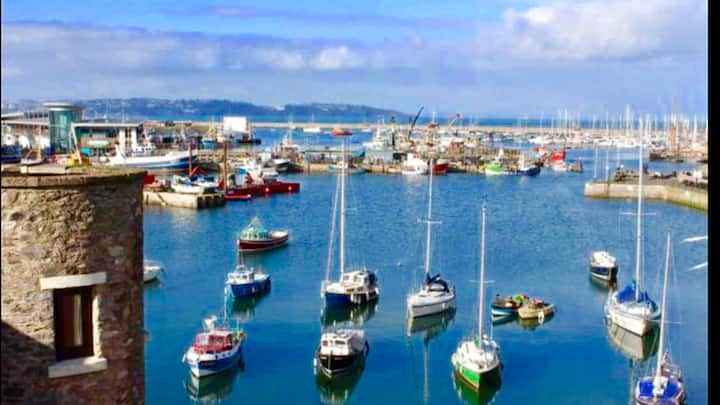 Fisherman's Cottage yards from Brixham harbour.